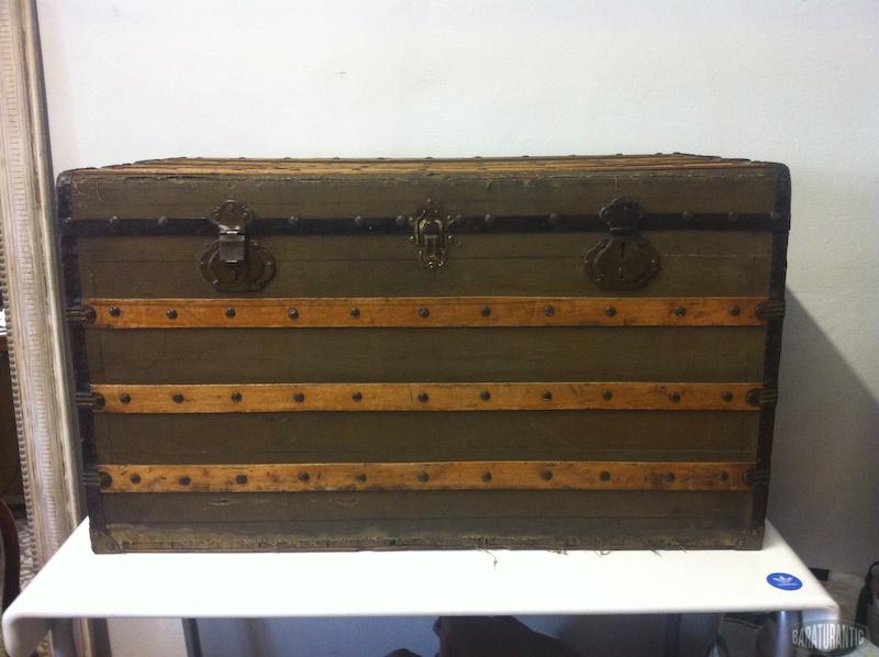 Antiguo ba l con tiras de madera muebles vintage - Baul de madera antiguo ...