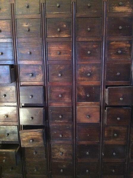 Gran mueble de cajones de oficios muebles vintage for Mueble vintage industrial